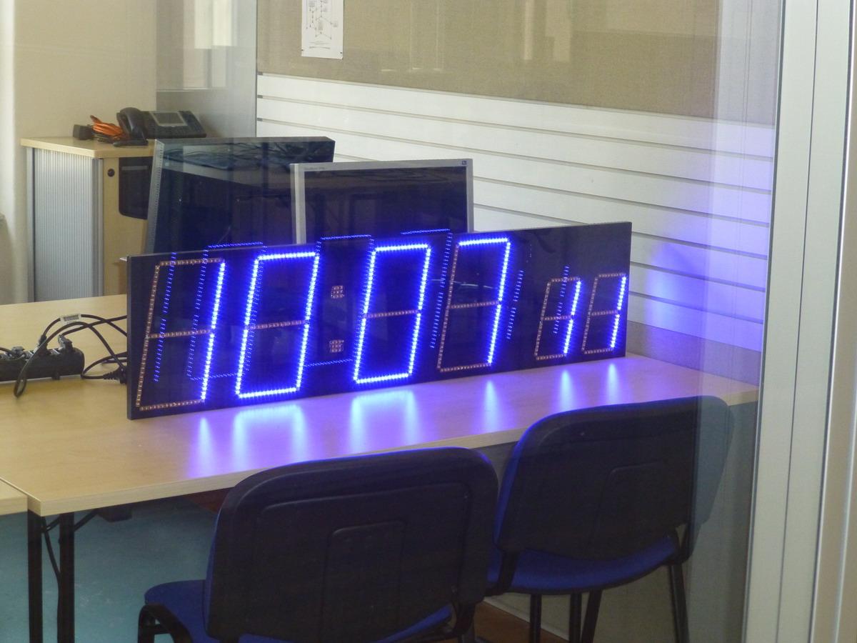 Uhr mit LED-Streifen