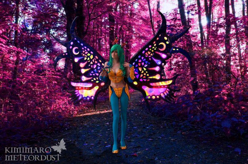 Feendrachen Cosplay mit LED-Flügeln (Foto: