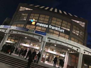 Eingangshalle der Messe Frankfurt zur Light&Building 2018