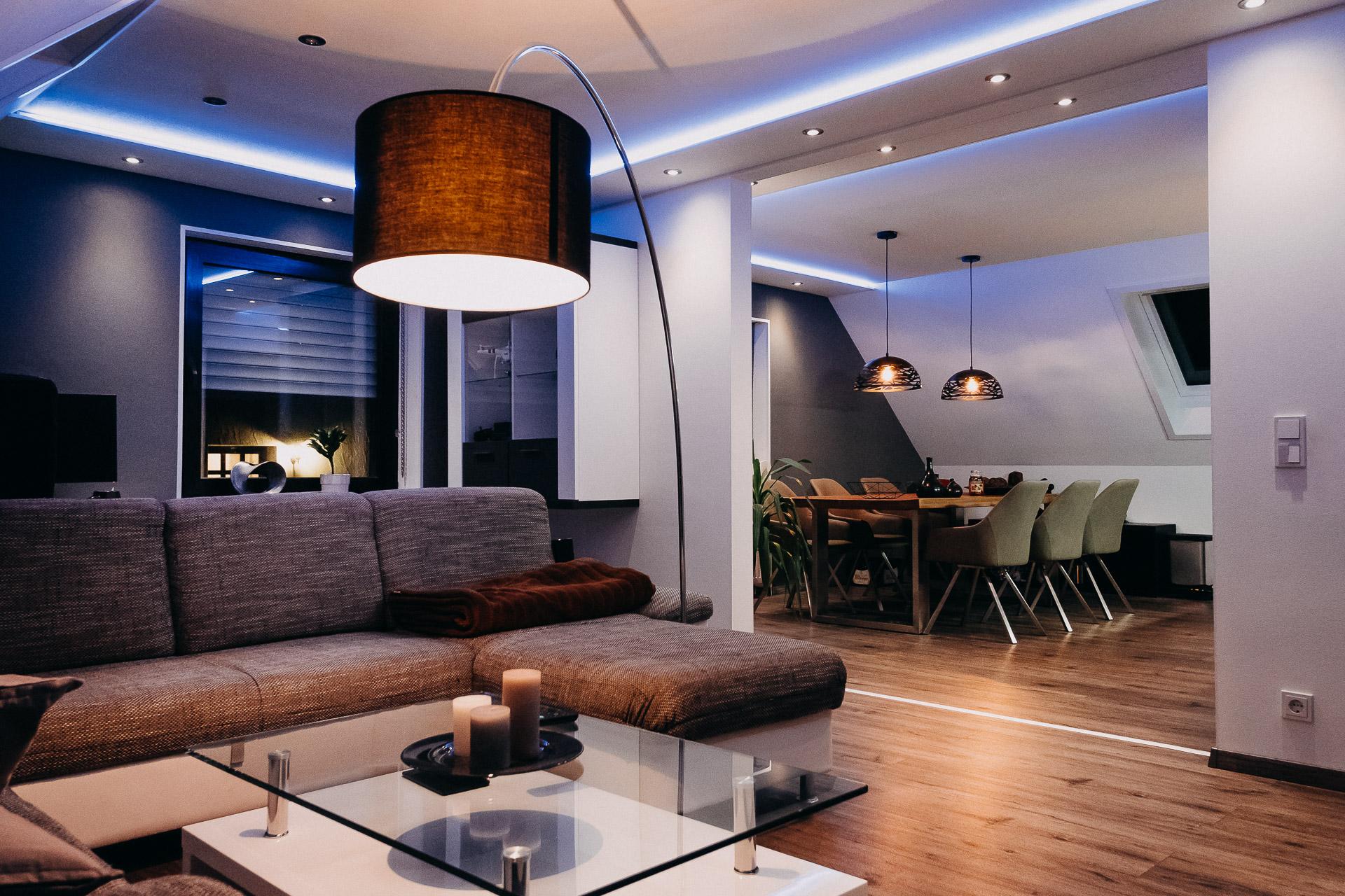 Indirekte Beleuchtung im Wohnzimmer, Esszimmer & Küche -