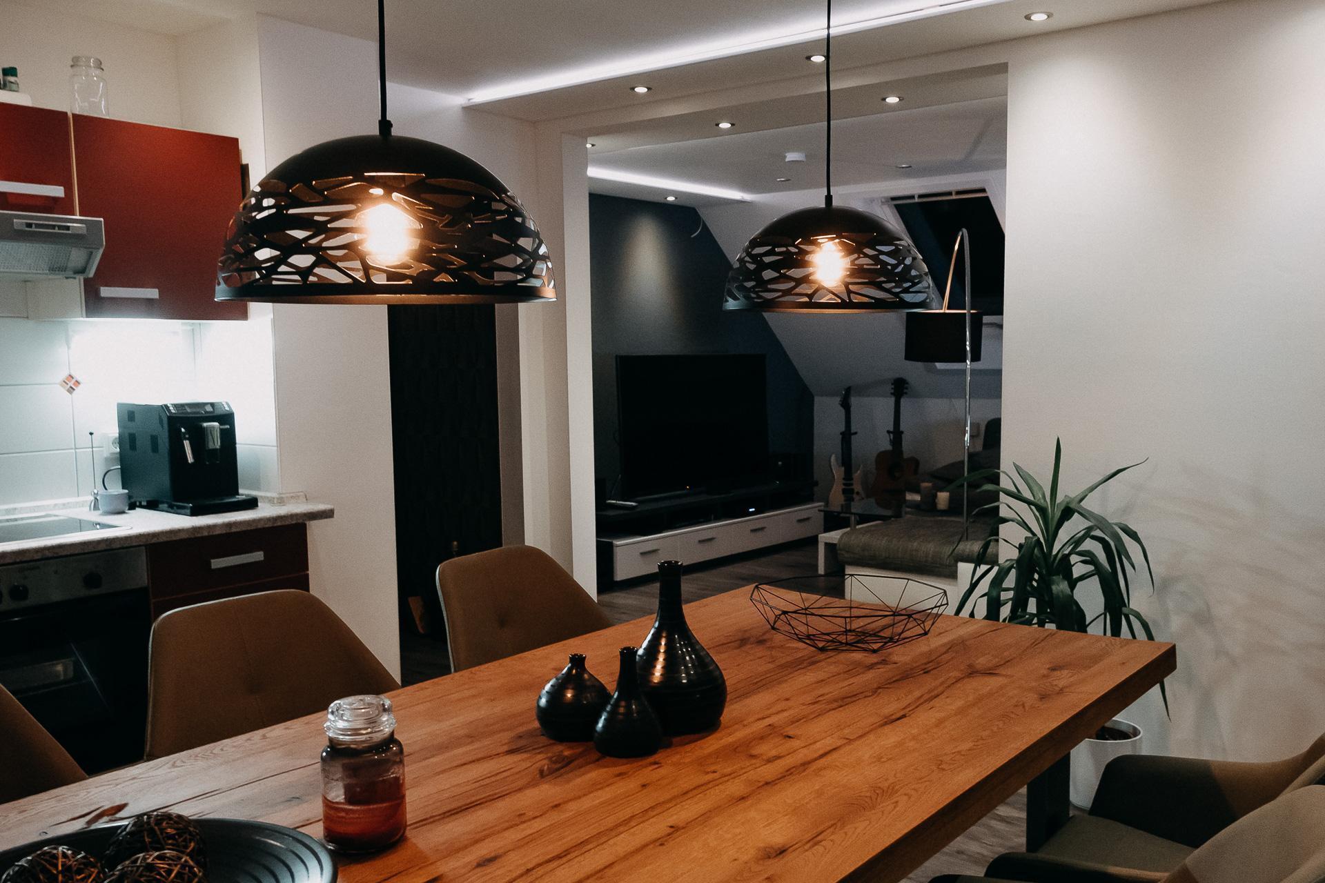 Indirekte Beleuchtung plus Esstisch-Lampe
