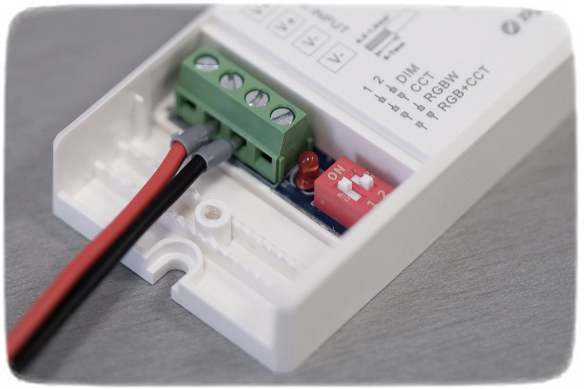 Anschlüsse am ZigBee Controller Lk115-U